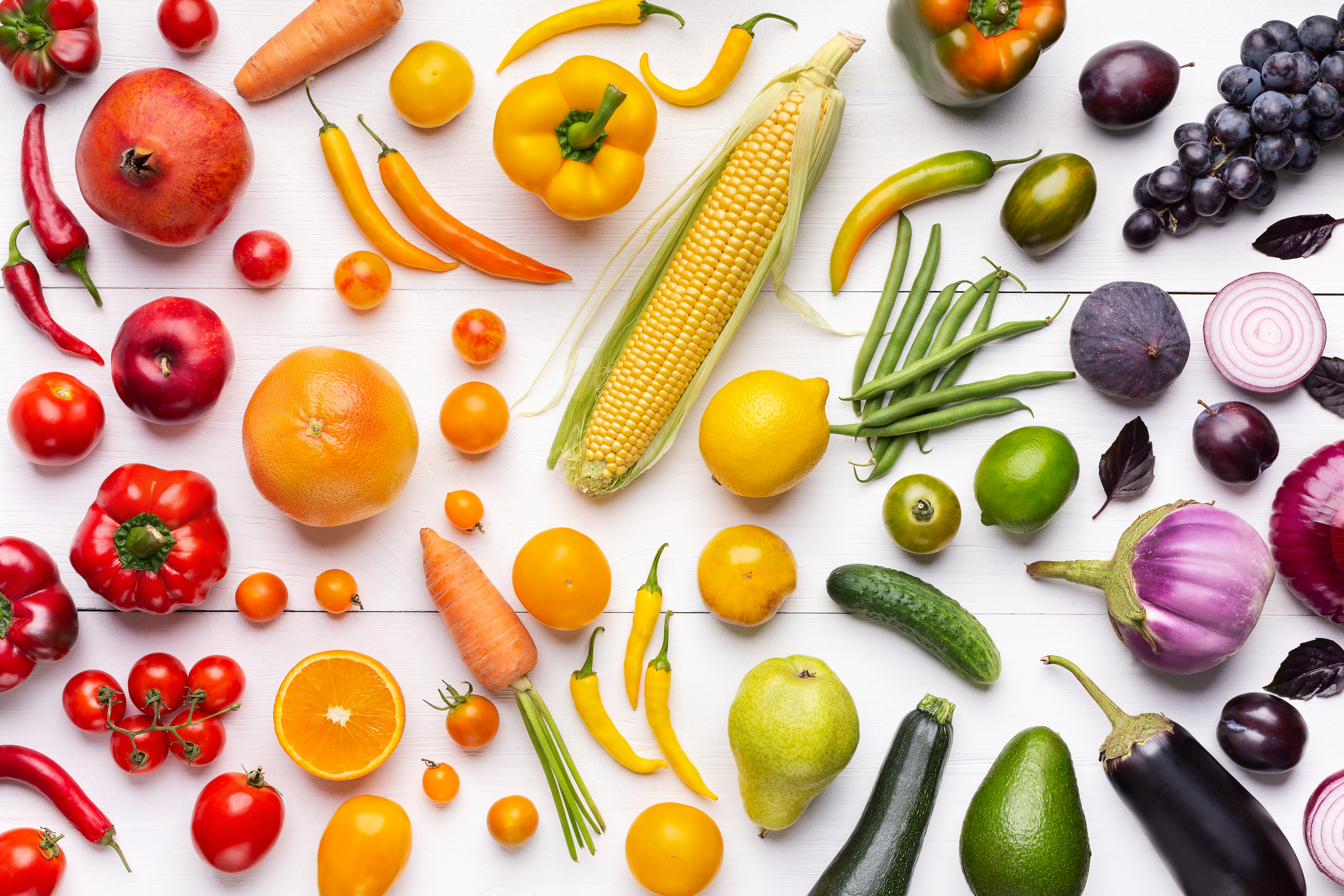 composition-of-fruits-and-vegetables-in-rainbow-co-82DUL49